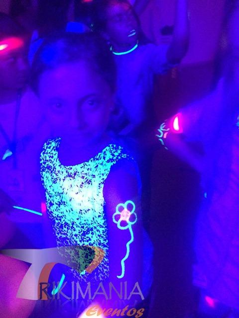 Maquillaje para fiesta Glow Party