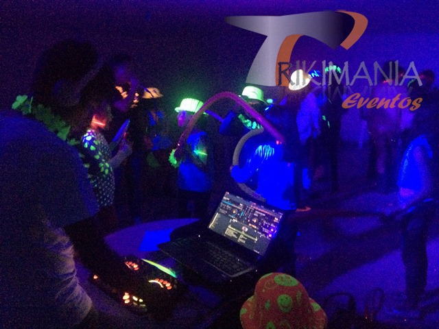 Chiquitecas en bogota Glow Party