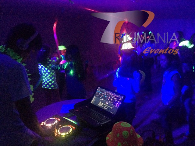 Chiquitecas Glow Party